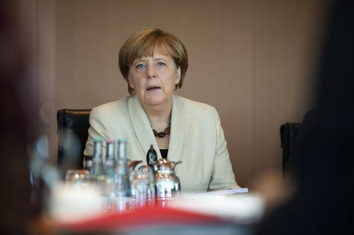 German Chancellor Angela Merkel leads the weekly cabinet meeting at the chancellery in Berlin, Germany, September 29, 2015. REUTERS/Axel Schmidt