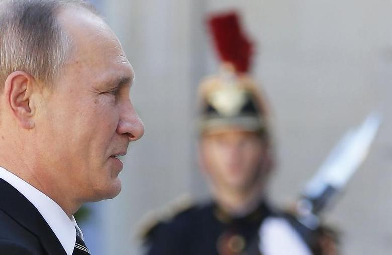 Russia's President Vladimir Putin arrives to attend a summit to discuss the conflict in Ukraine at the Elysee Palace in Paris, France, October 2, 2015.  REUTERS/Regis Duvignau