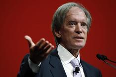 El co-fundador de Pimco, Bill Gross, habla en una conferencia en Chicago, Illinois, 19 de junio de 2014. El prominente inversor de bonos Bill Gross demandó por 200 millones de dólares a su antiguo empleador Pacific Investment Management Co (Pimco) y su empresa matriz Allianz, reclamando que fue injustamente expulsado por un grupo de ejecutivos que querían su parte de las bonificaciones. REUTERS/Jim Young