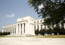 El edificio de la Reserva Federal, en Washington, 1 de septiembre de 2015. La Reserva Federal consideró que la economía de Estados Unidos estaba casi preparada para absorber un alza de las tasas de interés en septiembre, pero los funcionarios decidieron que era prudente esperar evidencia de que la desaceleración económica global no estaba descarrilando la recuperación estadounidense. REUTERS/Kevin Lamarque