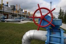 Газокомпрессорная станция близ поселка Воловец на Украине. 7 октября 2015 года. Газпром сообщил в понедельник о возобновлении в 10.00 мск поставок топлива на Украину, прерванных в июле 2015 года. REUTERS/Gleb Garanich
