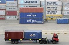 Contêineres no porto de Qingdao, na China.  13/10/2015    REUTERS/Stringer