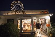 Imagen de archivo de la boutique Golden State en Venice, EEUU, nov 7, 2014. La confianza de las pequeñas empresas de Estados Unidos creció levemente en septiembre, mientras la volatilidad de los mercados de acciones aumentaron la preocupación sobre el crecimiento de las ventas, lo que sugiere que la economía se estuvo expandiendo a un ritmo moderado.    REUTERS/Jonathan Alcorn