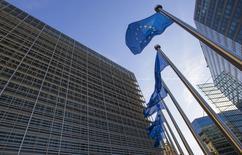 Intel a obtenu mercredi le feu vert sans condition de la Commission européenne à l'offre de rachat d'Altera pour 16,7 milliards de dollars, la plus grosse acquisition jamais réalisée par le numéro un mondial des semi-conducteurs. /Photo prise le 29 septembre 2015/REUTERS/Yves Herman