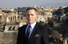 """Ator Daniel Craig posa para foto de divulgação do novo filme de James Bond, """"Spectre"""", em Roma. 18/02/2015 REUTERS/Max Rossi"""