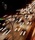 Un automobiliste a été condamné lundi à huit mois de prison avec sursis par le tribunal correctionnel de Nantes pour avoir fait pratiquement un tour complet du périphérique intérieur de la ville à contresens, avec près de 2 g d'alcool par litre de sang. /Photo d'archives/REUTERS/Paulo Whitaker