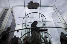 Apple Music, le service de musique en ligne sur abonnement du groupe californien, revendique plus de 6,5 millions d'utilisateurs payants. /Photo d'archives/REUTERS/Mike Segar