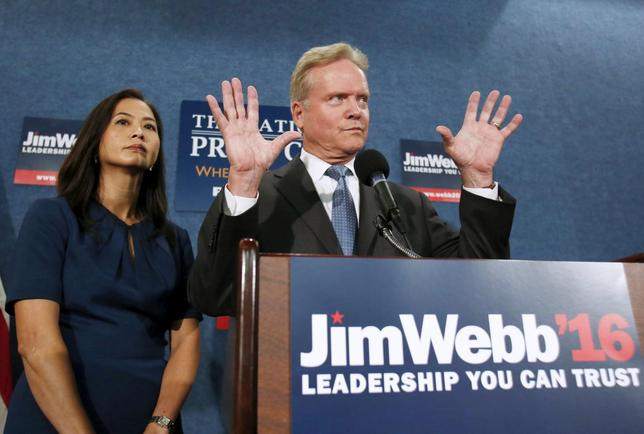 Former U.S. Senator Senator Jim Webb speaks next to his wife Hong Le Webb during a news conference in Washington October 20, 2015. Webb said on Tuesday he will drop his long-shot bid for the 2016 Democratic presidential nomination and explore an independent run for the White House. REUTERS/Yuri Gripas