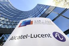 Nokia, qui a obtenu le feu vert formel du ministère français de l'Economie à son projet d'acquisition d'Alcatel-Lucent, espère désormais pouvoir le boucler au premier trimestre 2016. /Photo d'archives/REUTERS/Gonzalo Fuentes