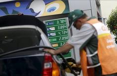 Posto de gasolina da Petrobras no Rio de Janeiro. 30/09/2015 REUTERS/Ricardo Moraes