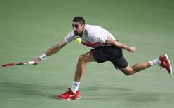 Marin Cilic of Croatia hits a return against Roberto Bautista Agut of Spain during their Kremlin Cup men's single tennis match final in Moscow, Russia, October 25, 2015. REUTERS/Sergei Karpukhin -