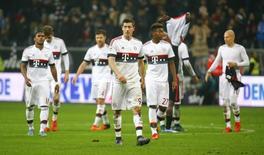 Jogadores do Bayern de Munique após empate com Eintracht Frankfurt, na Alemanha, nesta sexta-feira. 30/10/2015 REUTERS/Kai Pfaffenbach