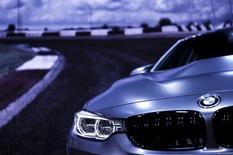 Автомобиль BMW M4 GTS на автосалоне в Токио. 28 октября 2015 года. Немецкий автомобильный концерн BMW неожиданно зафиксировал рост операционной прибыли в третьем квартале, благодаря хорошим продажам на более рентабельных европейских рынках, компенсировавшим слабый спрос в Китае. REUTERS/Thomas Peter