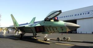 Lockheed Martin a bouclé le rachat à United Technologies de sa filiale hélicoptères Sikorsky pour neuf milliards de dollars (8,3 milliards d'euros). L'opération, annoncée en juillet, renforce la position dominante du groupe américain dans l'armement et lui ouvre de nouveaux marchés. /Photo d'archives/REUTERS/Tami Chappell