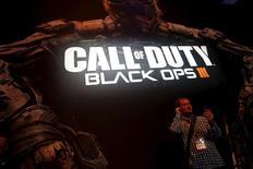 """Activision Blizzard a annoncé vendredi le lancement de son studio de cinéma et de télévision, destiné à créer du contenu original tiré de ses franchises de jeux video les plus populaires, telle que """"Call of Duty"""", dont le très attendu nouveau volet """"Call of Duty: Black Ops III"""" est sorti ce vendredi. /Photo prise le 16 juin 2015/REUTERS/Lucy Nicholson"""