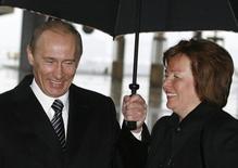 Президент РФ Владимир Путин (слева) с женой Людмилой в Москве 2 марта 2008 года. Жизнь старшей дочери Владимира Путина, Марии, еще больше скрыта от посторонних глаз, чем ее сестры. Рейтер не смог найти в достоверных источниках ее фотографий во взрослом возрасте. REUTERS/Pool