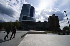 La sede del BCE en Fráncfort, el 3 de septiembre de 2015. El Banco Central Europeo (BCE) está evaluando la compra de bonos de ciudades como París y regiones como Bavaria, según fuentes con conocimiento de una posible ampliación del programa de estímulo de más de 1 billón de euros de la entidad financiera. REUTERS/Ralph Orlowski