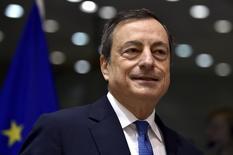El presidente del Banco Central Europeo, Mario Draghi, durante un encuentro en Bruselas, el 12 de noviembre de 2015. Los indicios de que la inflación subyacente se recuperará de forma sostenible se han debilitado, escribió el presidente del Banco Central Europeo en un discurso que ofrecerá el jueves. REUTERS/Eric Vidal