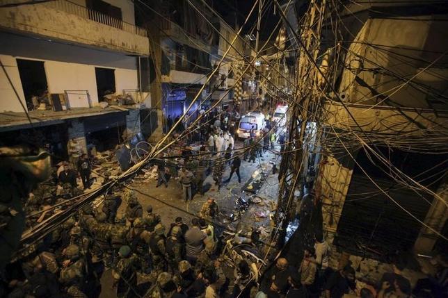 11月12日、レバノンの首都ベイルート郊外の2件の自爆攻撃が相次ぎ、「イスラム国」が犯行声明を出した。事件現場の様子(2015年 ロイター/Khalil Hassan)