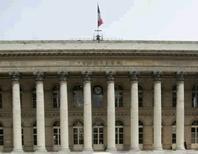 La Bourse de Paris ouvrira toutefois normalement lundi matin après les attentats, qui pourraient peser sur les actions des sociétés dont l'activité est liée au tourisme et à la consommation.  /Photo d'archives/REUTERS/Benoît Tessier