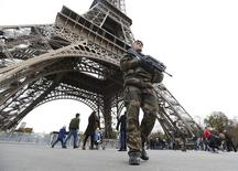 French military patrol near the Eiffel Tower the day after a series of deadly attacks in Paris , November 14, 2015.      REUTERS/Yves Herman