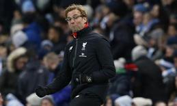 Técnico do Liverpool, Juergen Klopp, comemora gol na vitória sobre o City, em Manchester. 21/11/2015 Reuters/Phil Noble