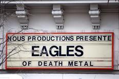 Cartaz de divulgação de show da banda Eagles of Death Metal no Bataclan, em Paris.  21/11/2015     REUTERS/Charles Platiau