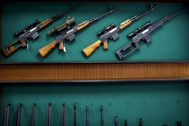 Rifles are displayed in the exhibition hall of the ''Zastava Arms'' weapons factory in the Serbian town of Kragujevac in this May 8, 2013 file picture. REUTERS/Marko Djurica/Files