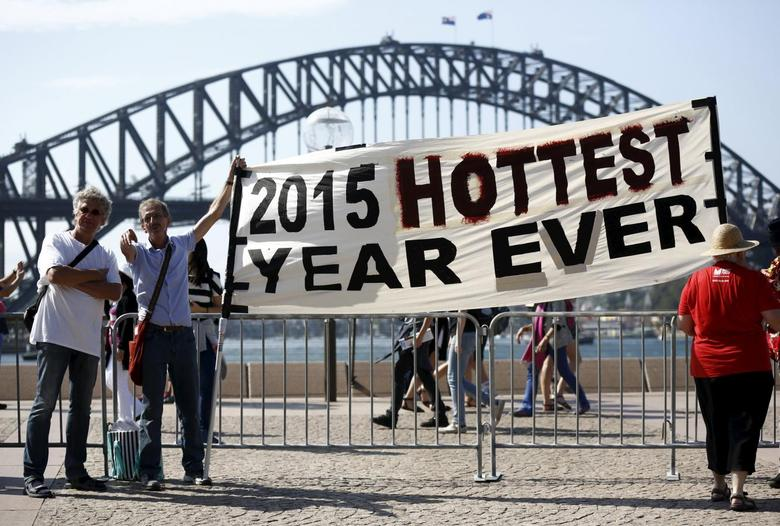 Protesters hold a banner in front of the Sydney Harbour Bridge during a rally ahead of the 2015 Paris Climate Change Conference, known as the COP21 summit, in Sydney's central business district, Australia November 29, 2015.   REUTERS/Jason Reed