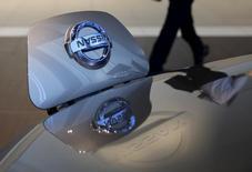 Nissan a réuni lundi un conseil d'administration pour évoquer notamment l'équilibre des pouvoirs avec Renault au sein de l'alliance entre les deux constructeurs automobiles mais n'a rien dit sur ce qui a émergé du débat entre ses administrateurs. /Photo prise le 13 mai 2015/REUTERS/Toru Hanai