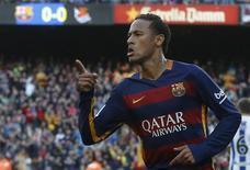 Neymar, do Barcelona, comemora jogo contra o Real Sociedad, no estádio Camp Nou, em Barcelona, na Espanha. 28/11/2015 REUTERS/Albert Gea