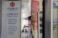 A security guard stands at the door of a China Citic Bank in Beijing, China, in this April 29, 2015 file photo.  REUTERS/Jason Lee/Files