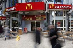 L'autorité de la concurrence de l'Union européenne s'apprêterait à ouvrir une enquête sur un accord fiscal conclu entre McDonald's et le Luxembourg, selon deux sources au fait du dossier. /Photo d'archives/REUTERS/Radu Sigheti