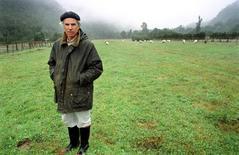 Архивное фото американского бизнесмена Дугласа Томпкинса в Чили, сделанное в январе 2000 года. Защитник окружающей среды и основатель марки одежды North Face Дуглас Томпкинс погиб в Чили во время сплава на каяке, сообщили сотрудники местной медицинской службы.