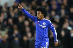 Willian comemora gol do Chelsea contra o Porto.  9/12/15. Reuters/Eddie Keogh