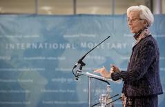 La directora gerente del FMI, Christine Lagarde, habla durante una conferencia de prensa en Londres, 11 diciembre de 2015. La incertidumbre sobre el resultado del referéndum británico que decidirá si el país debe dejar o no la Unión Europea podría opacar un panorama de otro modo positivo para el crecimiento económico de la nación, dijo el viernes el Fondo Monetario Internacional. REUTERS/Stefan Rousseau/Pool