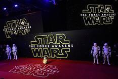 Droid BB-8 posa para foto na pré-estreia do novo filme da série Star Wars em Londres. 16/12/2015 REUTERS/Paul Hackett