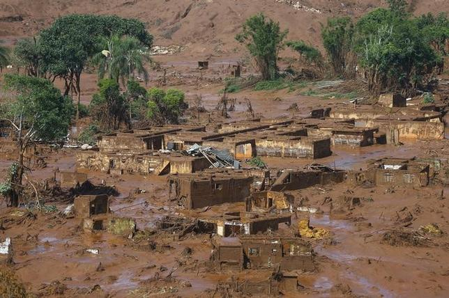 The Bento Rodrigues district is pictured covered with mud after a dam owned by Vale SA and BHP Billiton Ltd burst in Mariana, Brazil, November 6, 2015. REUTERS/Ricardo Moraes