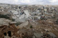 Разрушенные здания в городе Дар-Таазза в сирийской провинции Алеппо. 7  октября 2015 года. Международная неправительственная организация Amnesty International в ночь на среду опубликовала то, что она назвала свидетельствами гибели сотен мирных жителей Сирии под авиаударами, которые нанесли российские военные во время операции в поддержку президента Башара Асада, попавшей под огонь критики Запада и его союзников на Ближнем Востоке. REUTERS/Ammar Abdullah