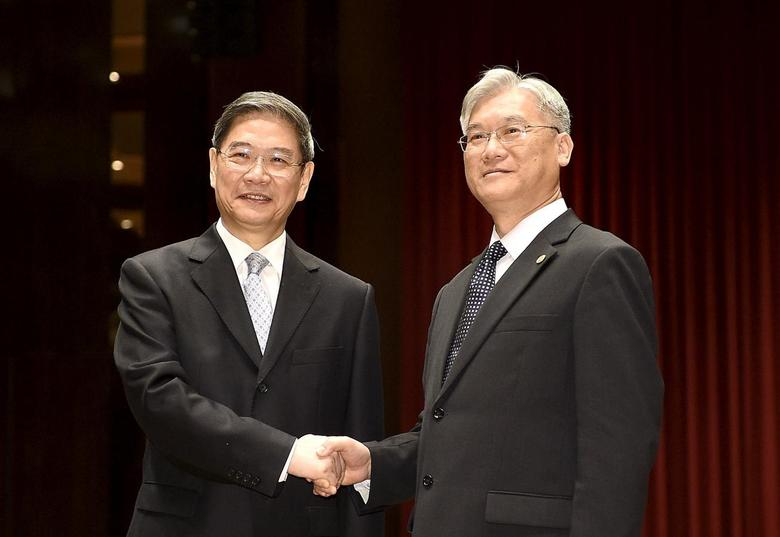 Zhang Zhijun (L), director of China's Taiwan Affairs Office, shakes hands with Taiwan's Mainland Affairs Council chairman Andrew Hsia in Kinmen, Taiwan's offshore island, in this May 23, 2015 file photo. REUTERS/Larry Lin/Files