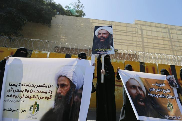 Shi'ite protesters carry posters of Sheikh Nimr al-Nimr during a demonstration outside the Saudi embassy in Sanaa October 18, 2014.  REUTERS/Khaled Abdullah