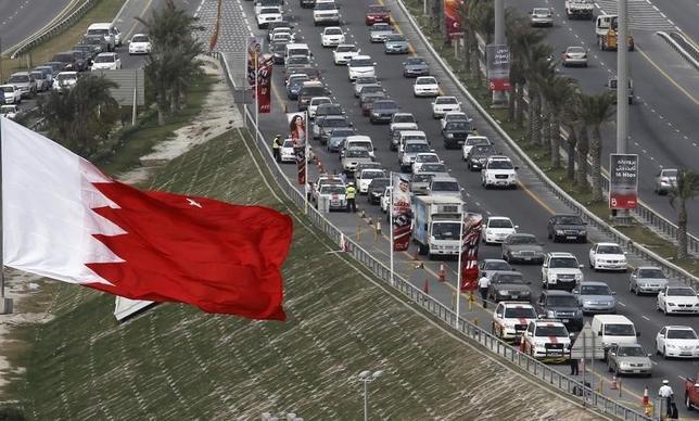 1月4日、バーレーンがイランとの国交を断絶した。国営バーレーン通信が伝えた。報道によるとイラン外交官に対し、48時間以内に国外退去するよう求めた。写真はバーレーン国旗、2011年2月撮影(2016年 ロイター/Hamad I Mohammed)