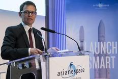 Arianespace a pris pour 2016 la résolution de réaliser huit lancements avec la fusée européenne Ariane 5, ce qui lui permettrait d'augmenter son chiffre d'affaires, déclare mardi son PDG Stéphane Israël. /Photo d'archives/REUTERS/Philippe Wojazer