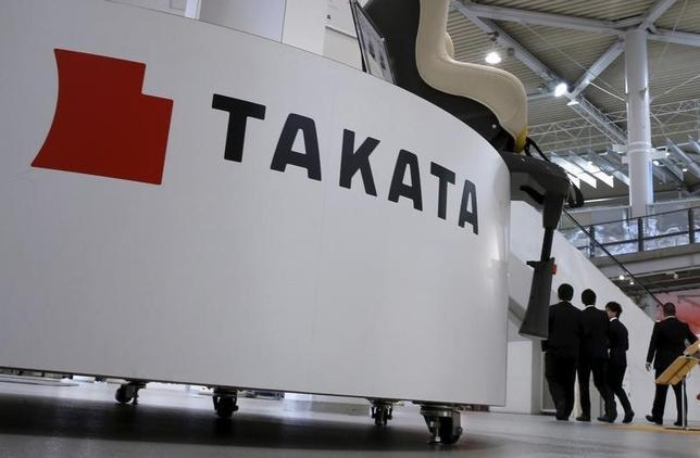 1月5日、自工会の池史彦会長は、欠陥エアバッグ部品による大量リコール問題で業績が悪化するタカタに対し、国内自動車メーカーが支援する可能性について、議論する段階に「まだない」と述べた。写真はタカタのロゴ、都内で2015年11月撮影(2016年 ロイター/Toru Hanai)