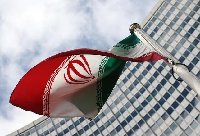 1月7日、イランは、サウジ軍の戦闘機が、イエメンのイラン大使館を攻撃したと非難した。写真はイラン国旗、国連で2015年3月撮影(2016年 ロイター/Heinz-Peter Bader)