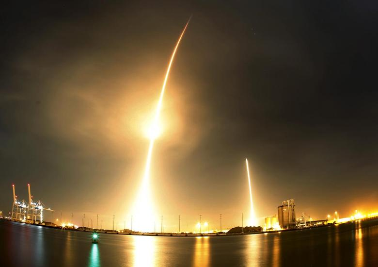 A long exposure photograph shows the SpaceX Falcon 9 lifting off (L) from its launch pad and then returning to a landing zone (R) at the Cape Canaveral Air Force Station REUTERS/Mike Brown