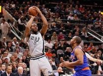 Jan 8, 2016; San Antonio, TX, USA; San Antonio Spurs small forward Kawhi Leonard (2) shoots the ball over New York Knicks shooting guard Arron Afflalo (right) during the first half at AT&T Center. Mandatory Credit: Soobum Im-USA TODAY Sports