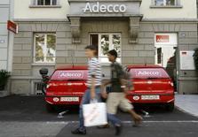 Adecco, numéro un mondial de l'intérim et du recrutement, prévoit pour cette année une croissance organique du même ordre que celle de 2015. /Photo d'archives/REUTERS/Arnd Wiegmann