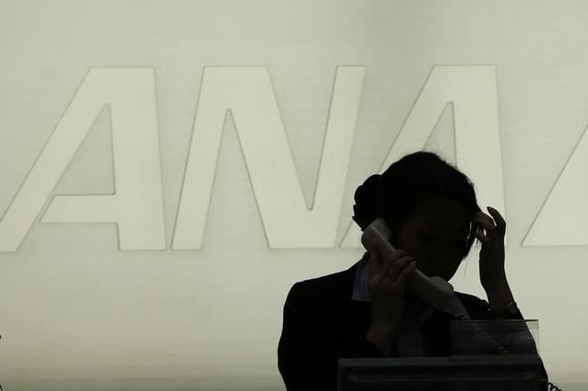 1月12日、ANAホールディングスは国営ベトナム航空の株式8.8%を約1億0800万ドルで取得すると発表した。写真は都内で2013年1年撮影(2016年 ロイター/Toru Hanai)