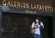 Le groupe Galeries Lafayette a annoncé mardi l'ouverture de son enseigne BHV Marais à Dubaï, en franchise avec le groupe ADMIC, un des leaders de la distribution au Moyen-Orient. Il s'agit de la deuxième implantation étrangère du BHV Marais, déjà présent au Liban depuis 1998. /Photo d'archives/REUTERS/Christian Hartmann